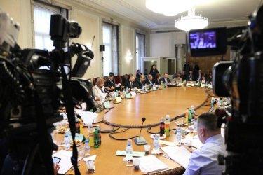 Всички подкрепиха Пеевски за 9% ДДС за памперси и пюрета