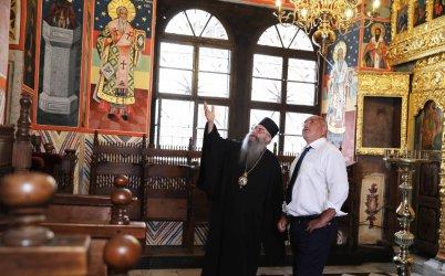 Борисов ще бъде глобен за влизане без маска в Рилския манастир