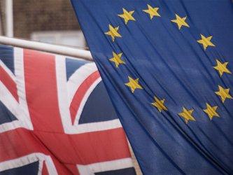 Великобритания въвежда поетапно от догодина граничен контрол за стоките от ЕС