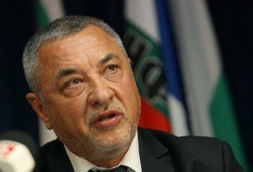 Симеонов каза, че Божков финансирал протестите срещу Гешев и кампанията на Манолова