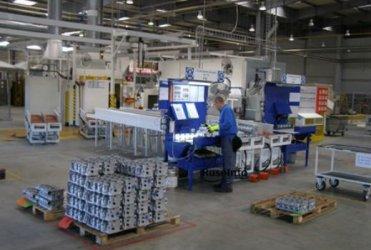 Срив в производството на авточасти през април, повече продажби на цигари и лекарства