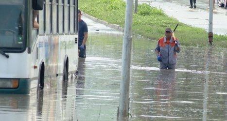 Варна отново бе под вода заради пороен дъжд
