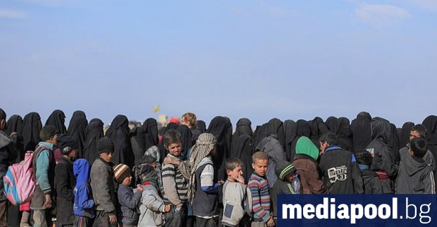 Десет деца на френски джихадисти, държани в лагери за разселени
