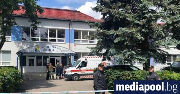 Полицията на Словакия съобщи, че е застреляла 22-годишен мъж, извършил