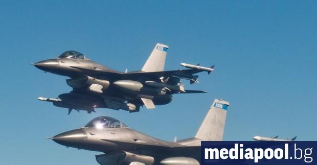 """Първата група бойни пилоти от авиобаза """"Граф Игнатиево"""" заминава за"""