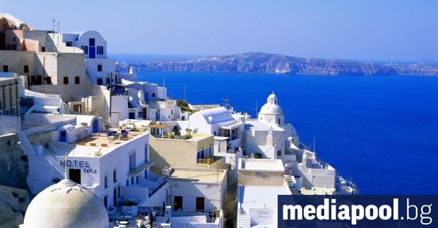 Гръцкият премиер Кириакос Мицотакис ще посети в събота остров Санторини,