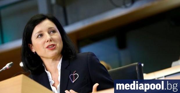 Заместник-председателят на Европейската комисия Вера Юрова подкрепи политиката на Туитър