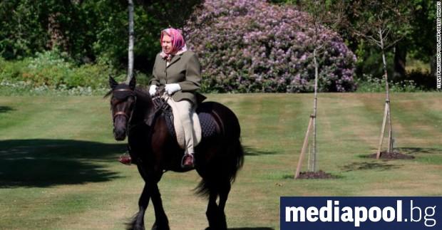 Британската кралица Елизабет Втора се появи публично за първи път