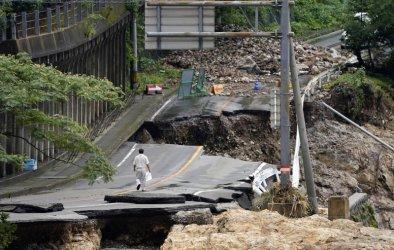 Най-малко 55 загинали при наводненията в Япония