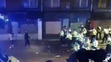 Полицаи бяха нападнати докато разпръсваха незаконно парти в Лондон