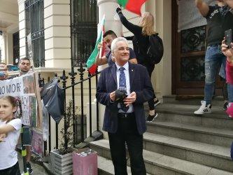 Марин Райков: Посланикът е длъжен да чуе сънародниците си, но не взима страна