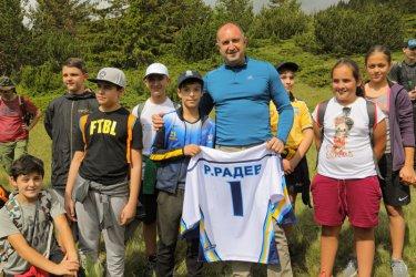 Радев: Борисов е основен диспечер на скандални обществени поръчки
