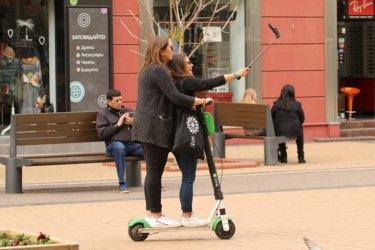 Велосипед и тротинетка ще може да се карат без каска