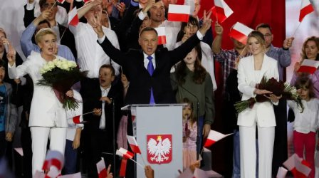 Анджей Дуда, консерватор и националист, бе преизбран за президент на Полша