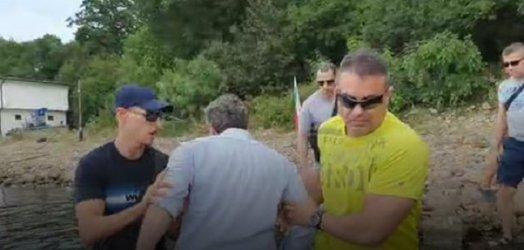 """Христо Иванов """"дебаркира"""" край сарая на Доган, анонимни гардове го изблъскаха (видео)"""