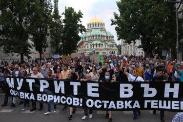 Колко хора протестират в София? (видео)