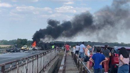 """Шест жертви и шестима ранени при брутална катастрофа на """"Тракия"""""""