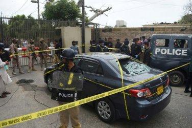 Поне 6-ма убити при нападение на сепаратистка групировка срещу фондова борса в Карачи