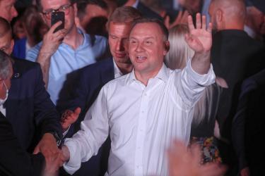 Полският президент Анджей Дуда отива на балотаж срещу кмета на Варшава