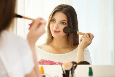 Над 50% от българите се мислят за хубави
