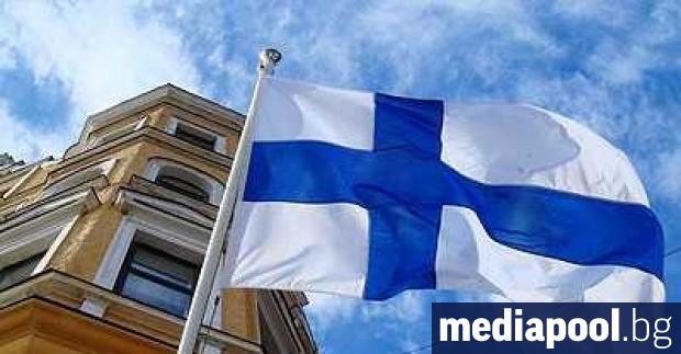 Финландия дискретно е премахнала в последните години пречупените кръстове, които