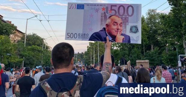 За осми пореден ден хиляди граждани се събраха пред Министерския