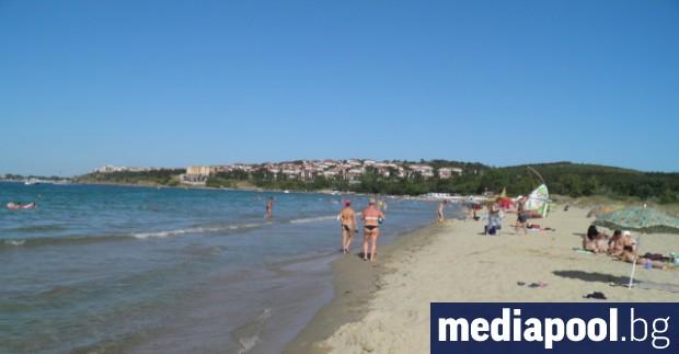 Плажовете по българското Черноморие се оказват недостъпни за масовите туристи.