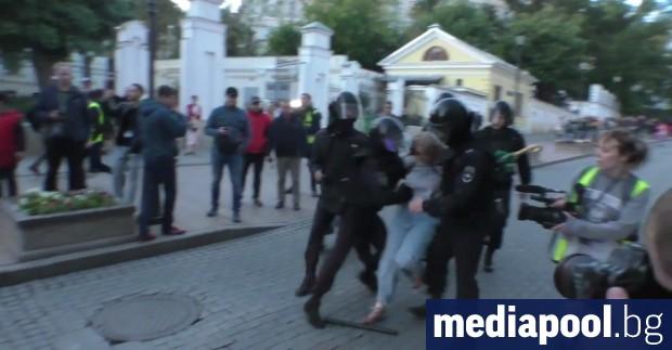 Над 100 души бяха задържани снощи от полицията в Москва