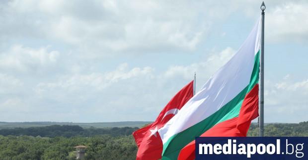 Турски съд поиска да бъдат издирени с червена бюлетина на