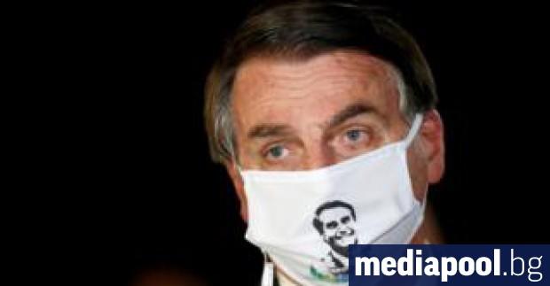 Бразилският президент Жаир Болсонаро, който от началото на пандемията непрекъснато
