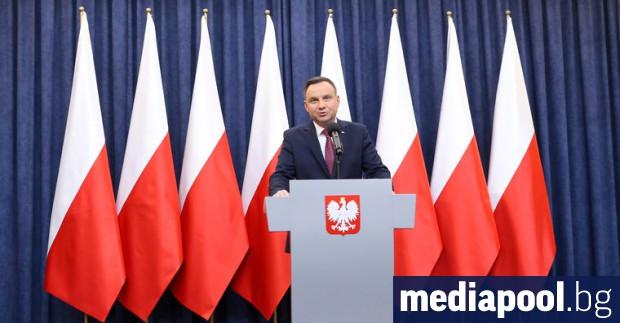 Действащият полски президент Анджей Дуда печели президентските избори с 51