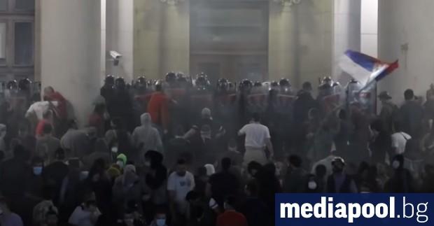 Хиляди сърби протестираха заради връщането на част от ограничителните мерки