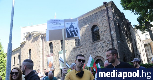 Стотици граждани излязоха за втори пореден ден на протест срещу