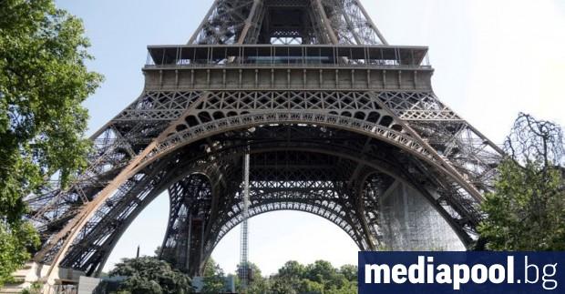 Посетителите на Айфеловата кула могат отново да се насладят на