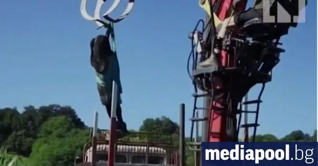 Дървена статуя на първата дама на САЩ Мелания Тръмп близо