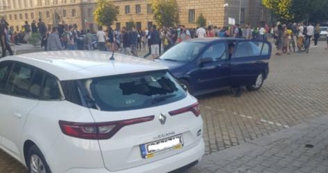 Прокуратурата иска постоянен арест за мъжа счупил стъкло на кола на Нова телевизия