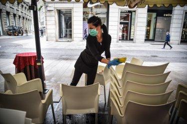 Ресторантьорите искат сервитьорите да са без маски на открито