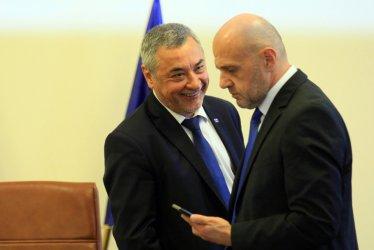 Управляващите в спор: Оставка през септември или пълен мандат начело с Борисов