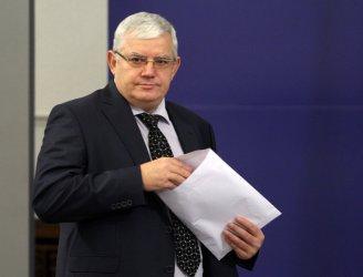 Бившият ректор на МУ-София отива на съд за незаконен прием на студенти