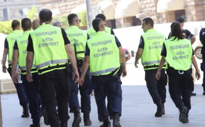 Заради много случаи на коронавирус МВР намалява броя на полицаите по протестите