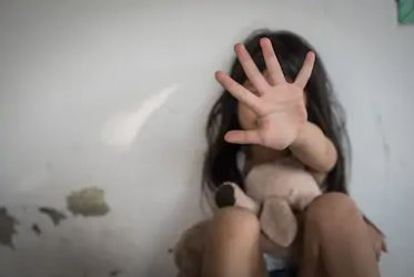 Тригодишно дете отива в приемно семейство след скандален клип с насилие