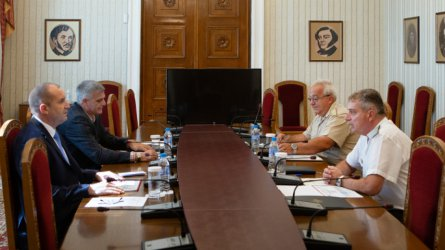 Президентът обсъди с началника на отбраната армейските планове