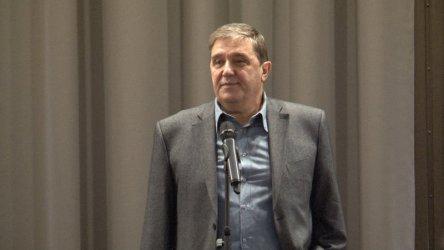Страхливият нарцис Борисов никога няма да се оттегли от властта, смята проф. Луджев