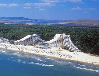 """""""Албена"""" затваря хотели заради 50% отлив на туристи"""