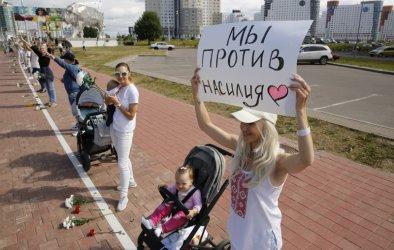 Втора жертва при протестите в Беларус. Живи вериси срещу репресиите