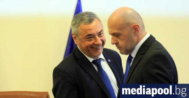 Правителството няма да подава оставка, а Бойко Борисов остава премиер,