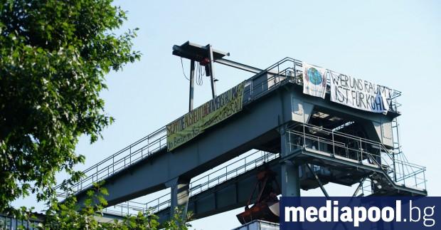 Екоактивисти окупираха в събота две германски топлоелектрически централи (ТЕЦ) в