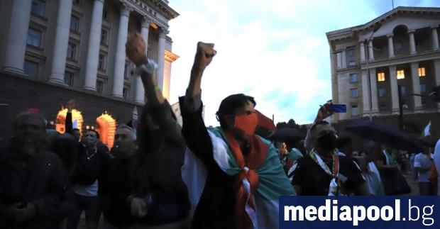 Хиляди протестиращи излязоха в събота вечерта по улиците на София
