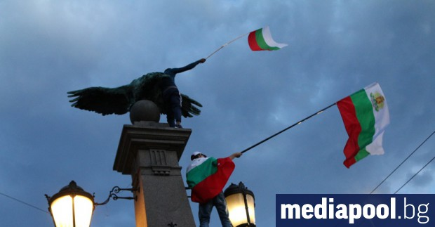 Един забит български трибагреник в заграбена българска земя. Този героичен