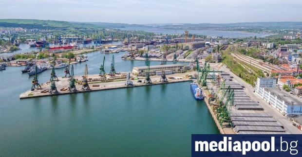 Държавата ударно удълбава пристанище